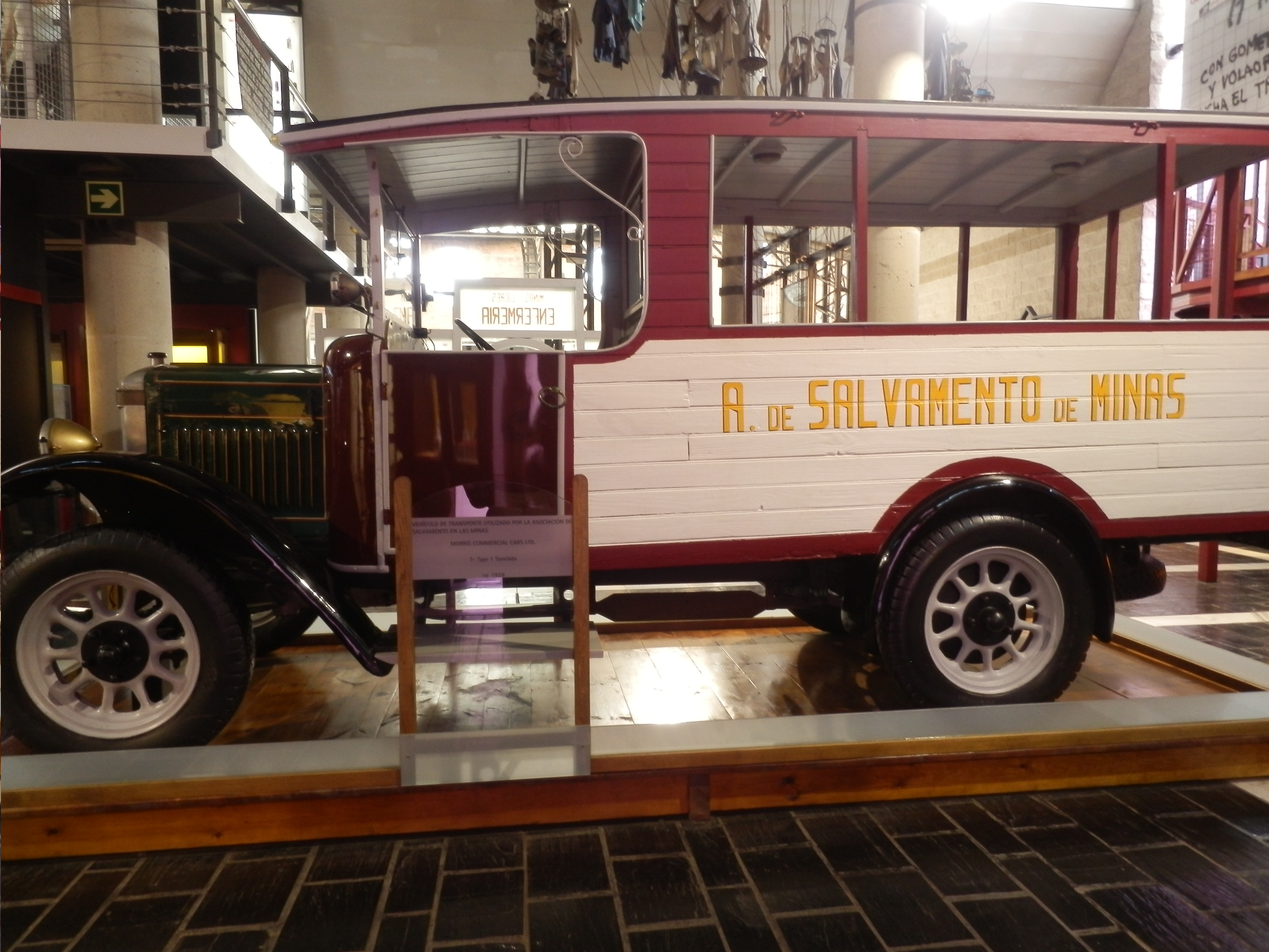 Ambulancia de inicios del siglo XX