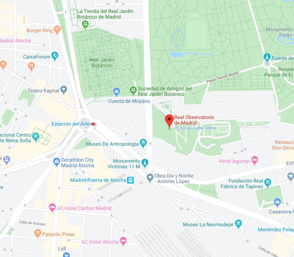 Ubicación del Real Observatorio de Madrid, está al final de la Cuesta de Moyano, cruzas un paso de cebra y bajas un poco esa calle en dirección a la estación de Atocha, a los pocos metros encontrarás su puerta.